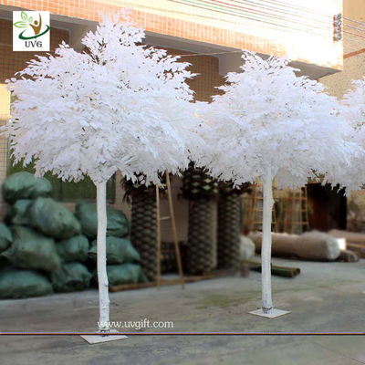 China UVG GRE011 white decorative artificial banyan trees with wooden trunk for stage display supplier