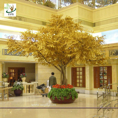 China UVG GRE09 Gold banyan leaves big fake indoor trees in wooden trunk for hotel landscaping supplier