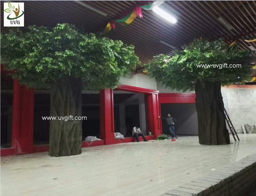 China UVG green outdoor artificial banyan tree with huge fiberglass trunk for restaurant patio landscaping GRE057 supplier