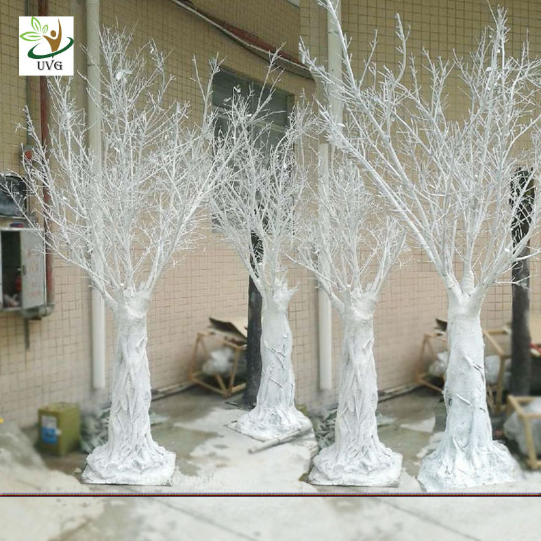 Uvg dtr white decorative artificial winter tree without