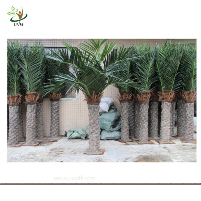 UVG PTR001 Small plastic coconut tree with artificial silk leaves for sale and decoration