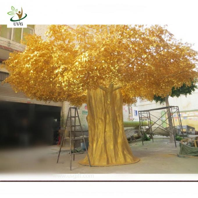 UVG GRE06 Golden indoor home decorative artificial tree with fake banyan leaves for sale