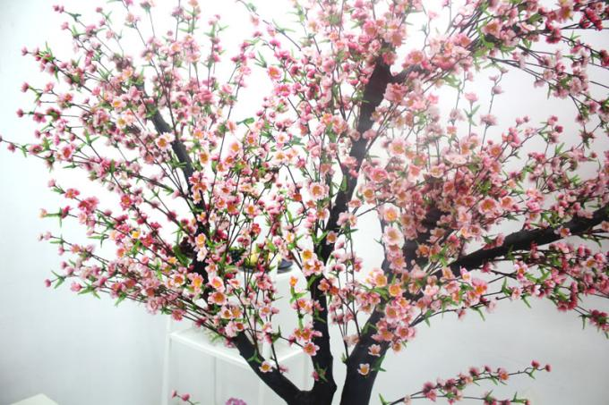 UVG Indoor artificial peach blossom tree with pink flowers for restaurant decoration